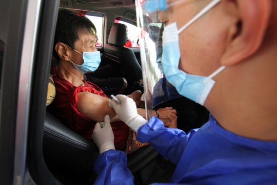 "Pos vaksinasi COVID-19 lansia ""drive thru"" kedua dibuka di Cengkareng"