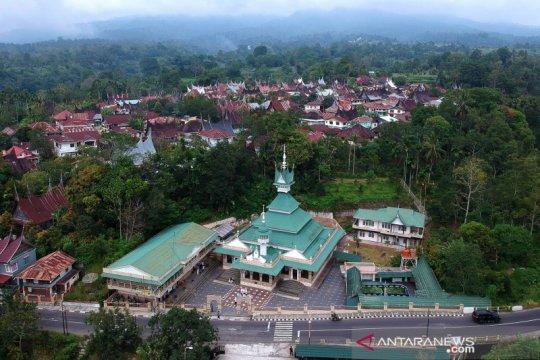 Melihat masjid bersejarah di Tanah Datar