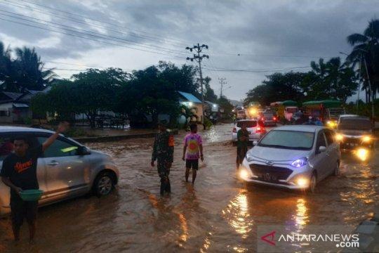 Banjir tutup lintas Sulawesi Gorontalo Utara-Kabupaten Gorontalo