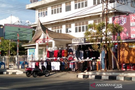 Ketika trotoar di Padang dikuasai pedagang