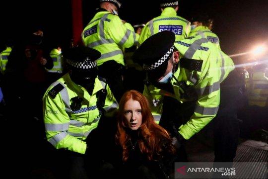 Polisi bubarkan demonstrasi damai, PM Inggris prihatin