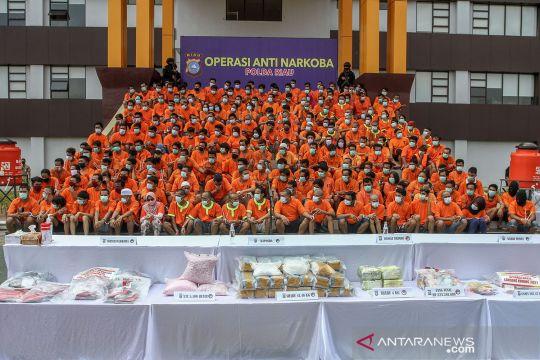 Ratusan orang ditangkap pada operasi anti-narkoba Polda Riau