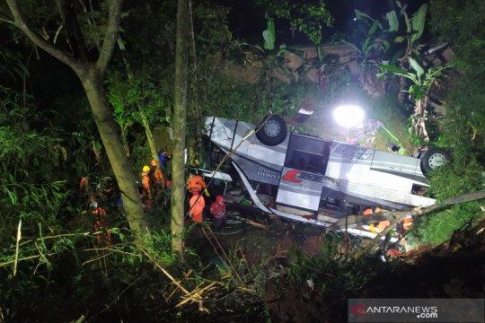 Sopir bus kecelakaan maut Sumedang jadi tersangka dengan status SP3