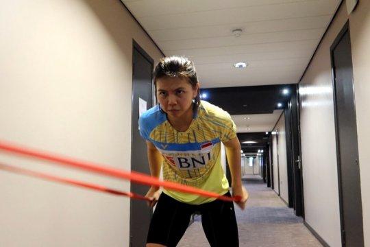 Greysia berolahraga di lorong hotel untuk isi waktu luang