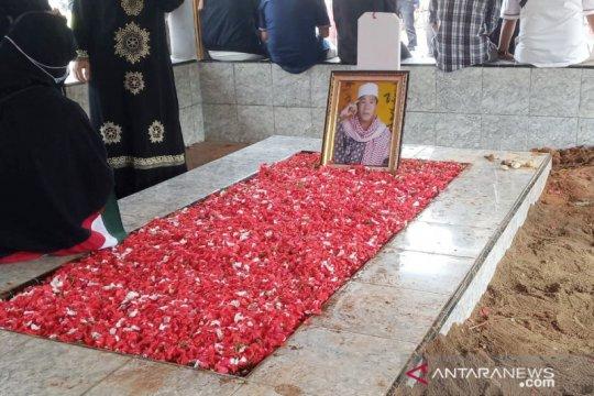 Anton Medan dikebumikan dengan diiringi bacaan ayat Al Quran