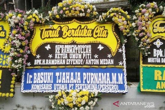 Kapolri hingga Ahok kirim karangan bunga ke rumah duka Anton Medan