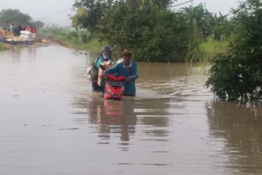 Banjir di Gresik putus akses jalan raya di Morowudi