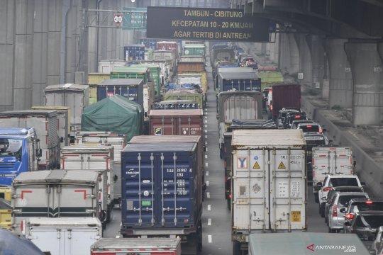 Kemacetan di Tol Japek akibat perbaikan jalan