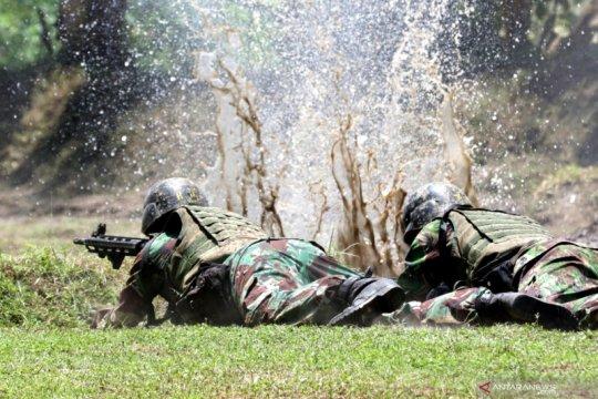 Prajurit Marinir berlatih tempur