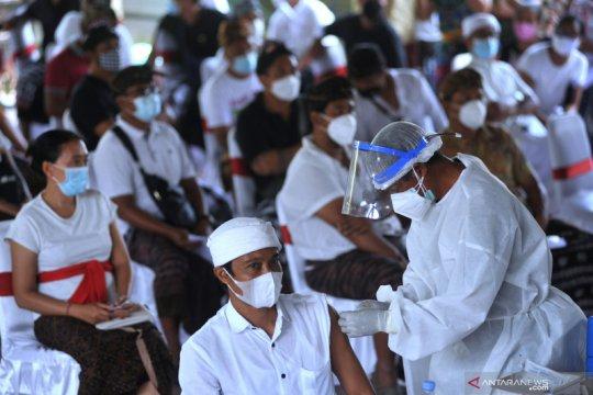 Vaksinasi COVID-19 massal di Ubud