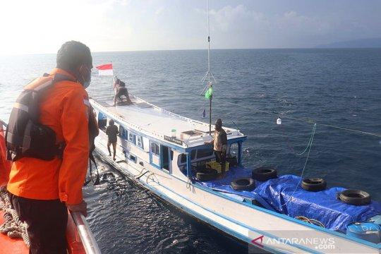 Basarnas evakuasi penumpang kecelakaan kapal di perairan Raja Ampat