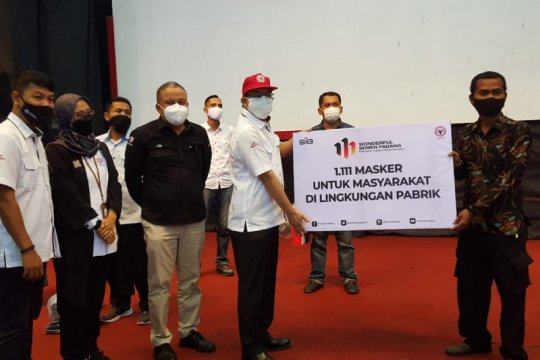 Sambut HUT ke-111 Semen Padang bagikan 1.111 masker