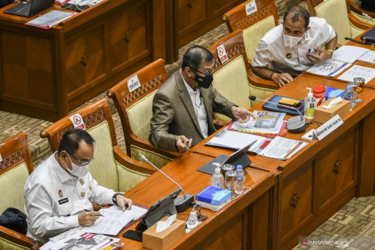 Kemarin, sidang korupsi benur sampai Raker DPR dan Menkumham