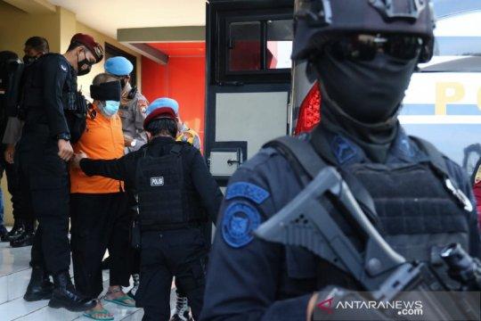 Polda Jatim berangkatkan 22 terduga teroris ke Jakarta