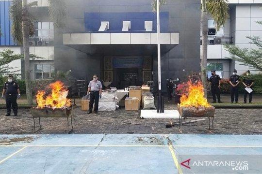 Bea Cukai Jambi memusnahkan 4,2 juta batang rokok ilegal