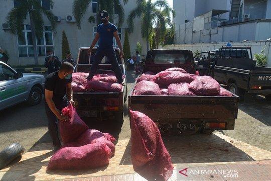 Bea Cukai Aceh hibahkan 17 ton bawang eks impor ke pesantren