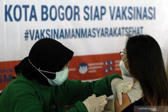 Vaksinasi COVID-19 untuk pedagang pasar di Kota Bogor