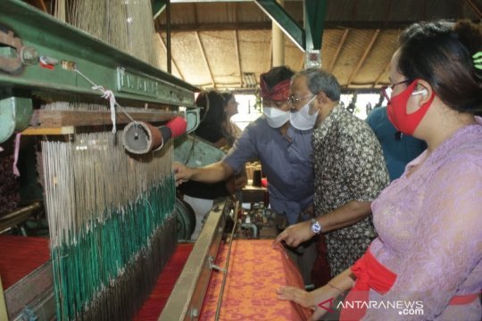 Jajaki kerja sama, Dubes India kunjungi beberapa UMKM di Gianyar