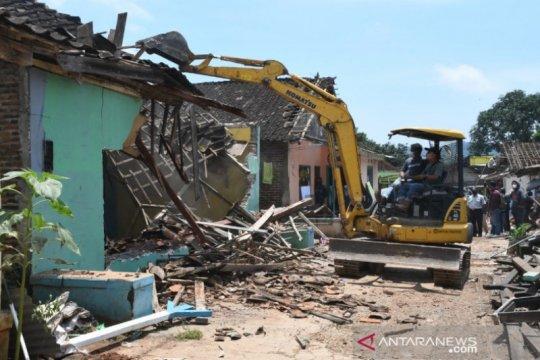 Pemkab Batang bongkar 35 bangunan di Pangkalan Truk Banyuputih