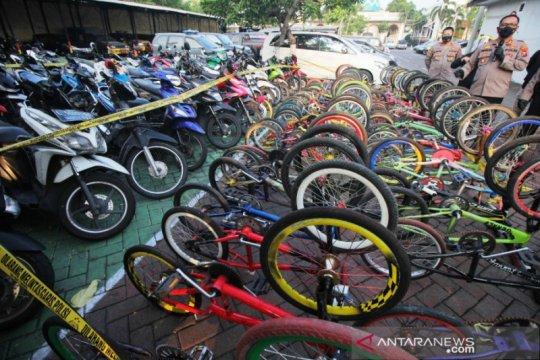 Polisi Surabaya sita ratusan sepeda motor hasil razia balap liar