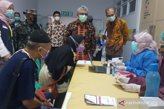 Kemenkes:  Target vaksinasi 57.630 lansia calhaj selesai Maret