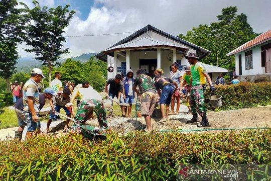TNI bantu warga Timor Tengah Utara bangun rumah ibadah