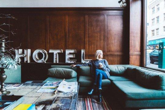 """""""Work from hotel"""" bisa jadi solusi atasi jenuhnya bekerja dari rumah"""
