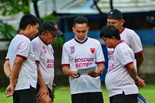 Zulham Zamrun tunda keberangkatan ke Malang