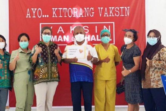 Bupati Jayapura terima suntikan vaksin tahap dua