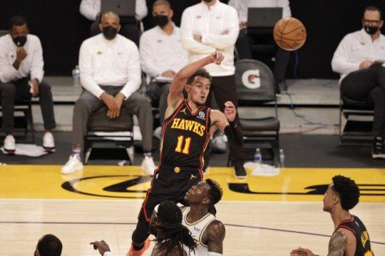 Hawks memanfaatkan cedera James, tundukkan Lakers 99-94