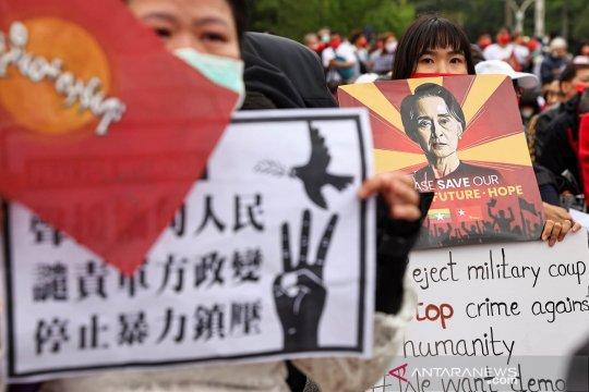 Menlu Retno bahas situasi di Myanmar dengan Menlu China