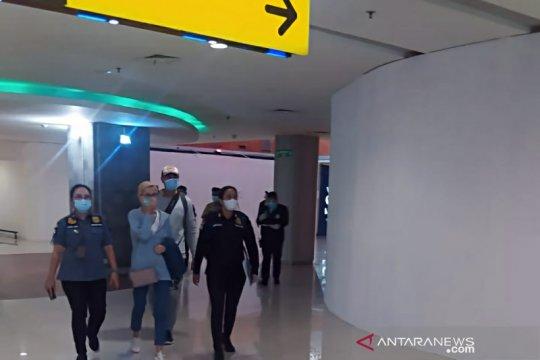 Imigrasi deportasi kekasih buronan interpol Rusia dari Bali