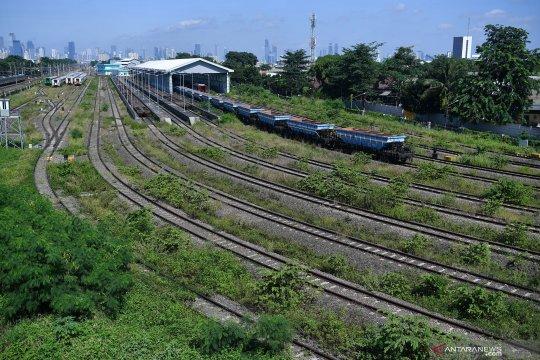 Depo kereta api terbesar di Indonesia ada di Cipinang