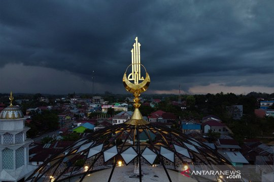 Dinamika atmosfer tak stabil tingkatkan hujan Indonesia tengah-timur