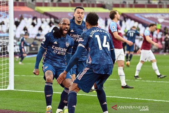 Arsenal bangkit dari ketertinggalan tiga gol saat imbangi West Ham