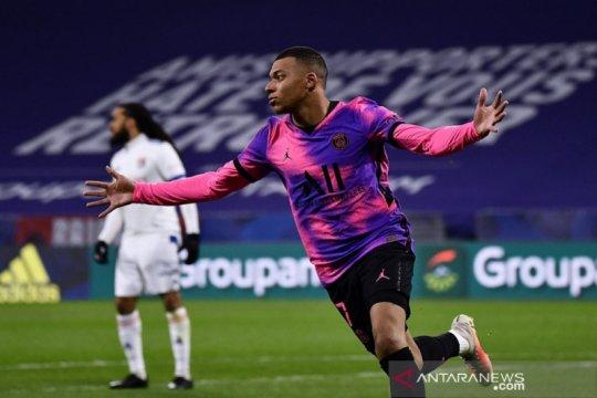 Mbappe capai tonggak 100 gol saat antar PSG ke puncak