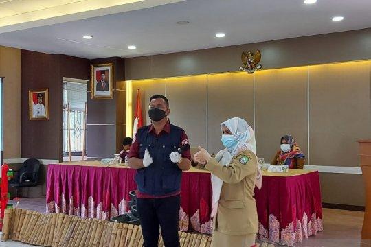 Warga Tangerang diimbau rusak masker sebelum dibuang