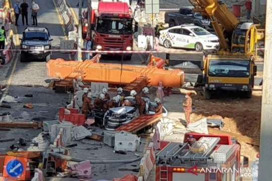 Tiga pekerja China meninggal akibat kren jatuh di Kuala Lumpur