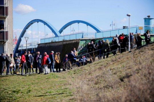 Kasus COVID tinggi, Polandia berjuang untuk kurangi beban rumah sakit