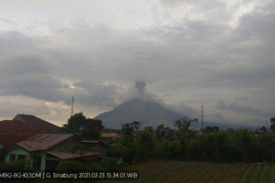 Ketinggian erupsi Gunung Sinabung Karo teramati mencapai 700 meter