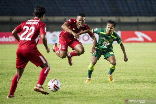 Dua gol pinalti Samsul Arif bawa Persebaya taklukkan Persik 2-1