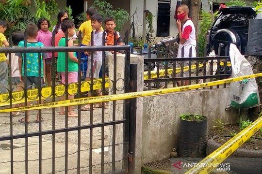 Polisi mengamankan lokasi penemuan granat manggis di Medan