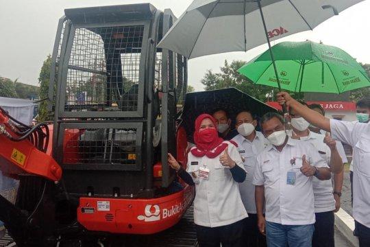 Bandarlampung terima bantuan ekskavator dari Bukit Asam