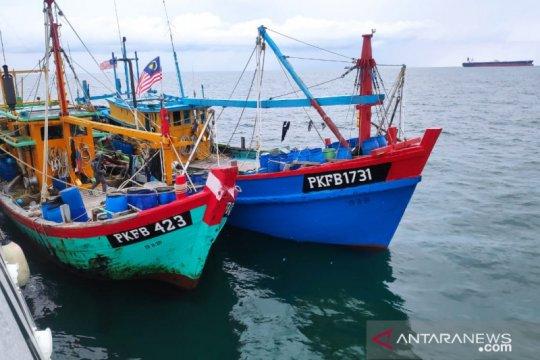 Bakamla tangkap 2 kapal pencuri ikan asal Malaysia di Selat Malaka