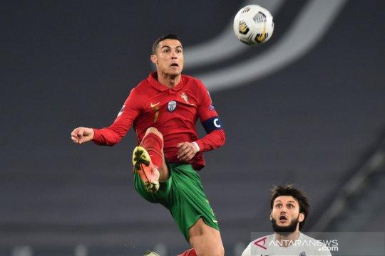 Ban kapten Ronaldo dilelang untuk bantu biaya perawatan bayi