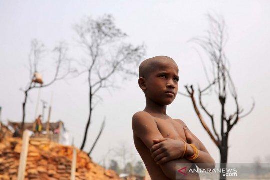 Seniman Rohingya atasi ketakutan COVID saat pengungsi menunggu vaksin