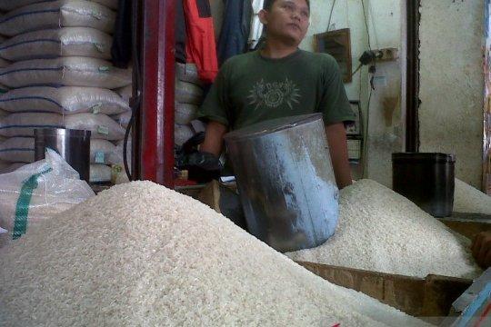 Persediaan melimpah, Distan Sukabumi tegas menolak impor beras