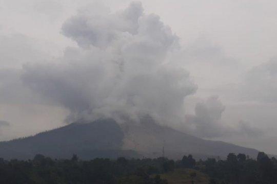 Ketinggian letusan Gunung Sinabung mencapai 500 meter