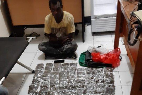 Pengedar narkotika berkebangsaan PNG ditangkap beserta 131 paket ganja
