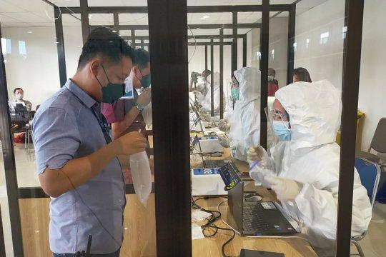 Pemkab Sidoarjo bantu 1.300 vaksin petugas Bandara Juanda